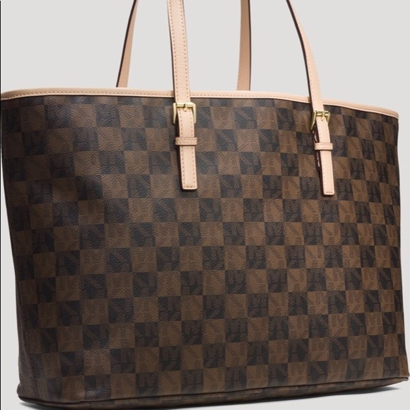 2a5675b4bcaf Michael Kors Jet Set Travel Checkerboard tote. M_5bf3019ba5d7c69260d285f8